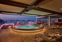 Deck 5 Aft Pool and Whirpools