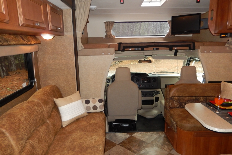 27 30 Ft Class C Motorhome With Slide Out Rv Rental Usa