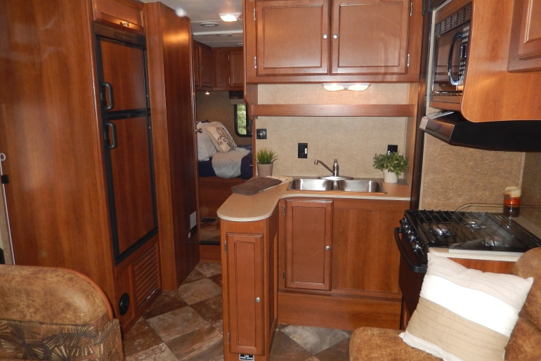 27-30 Ft Class C Motorhome With Slide Out - Rv Rental Usa
