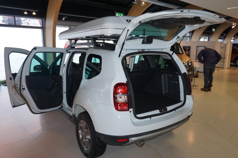 dacia duster jeep 4x4 camper motorhome hire scandinavia. Black Bedroom Furniture Sets. Home Design Ideas
