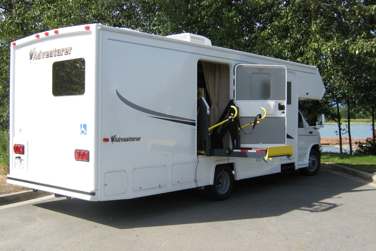 Mh 27sw wheelchair accessible rv rental canada for Rv motor home rentals