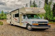 Camper1 Alaska 32ft Class C Freelander Bunk House Gold motorhome rental usa