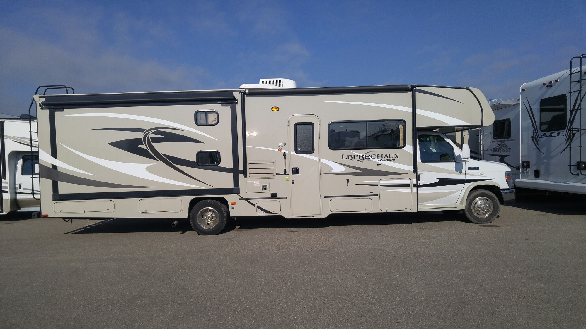 Mhc class c 30 31 39 rv rental canada for Motor homes to rent