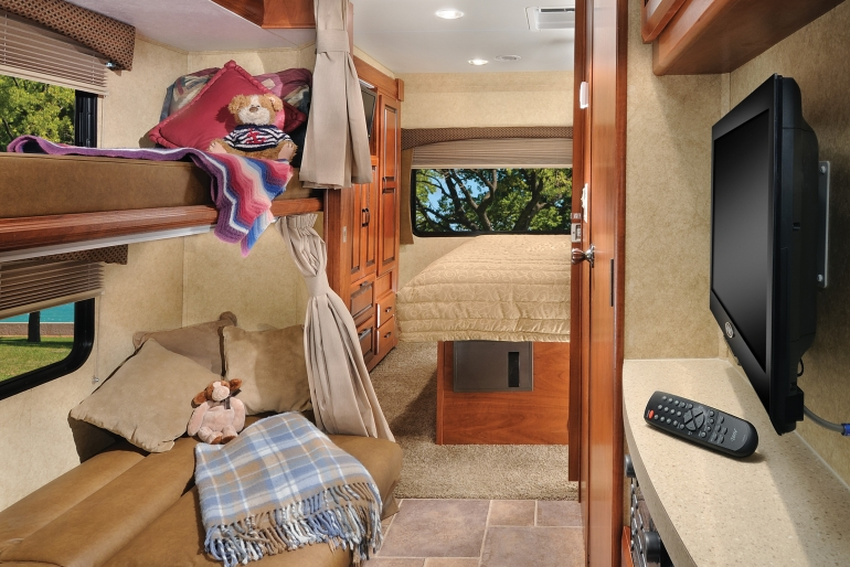 Class C 31' With Slide Outs & Bunks Premium - Rv Rental Canada