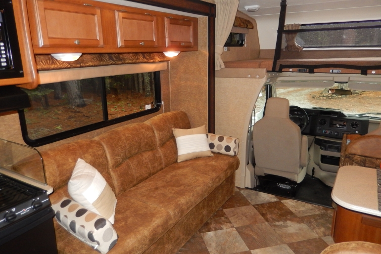 28-30 Ft Class C Motorhome With Slide Out - Rv Rental Usa