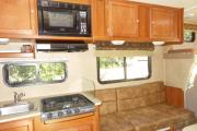 Road Bear RV 23-27 ft Class C Non-Slide Motorhome usa airport motorhomes