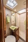Star Drive RV US (Domestic) 25-27 ft Class C Motorhome with slide out motorhome rental los angeles